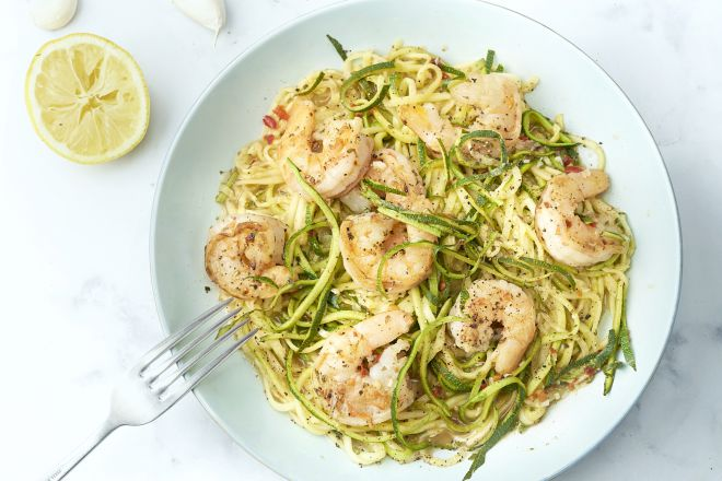 Scampi's in pittige knoflook-citroensaus met courgettespaghetti