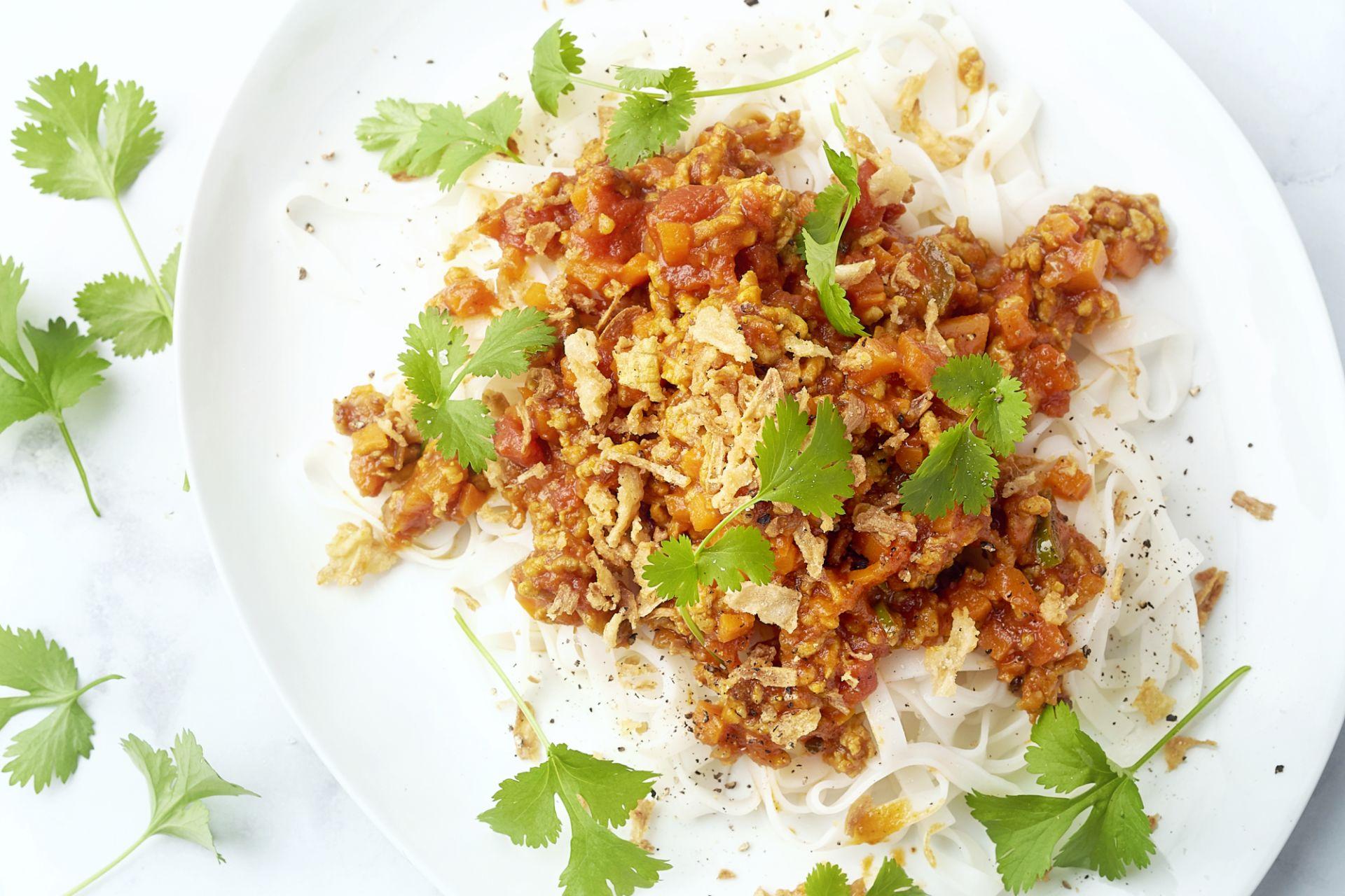 Oosterse bolognaise met rijstnoedels