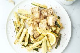 Foto van Gebakken vis met courgettefrietjes
