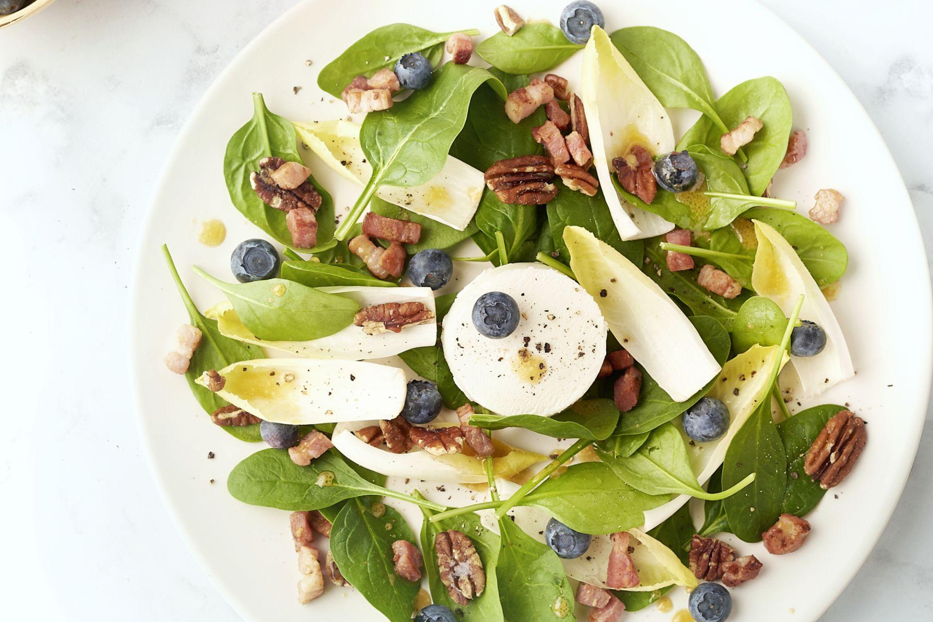 Spinazie-geitenkaas salade met honing-mosterddressing