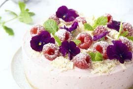 Foto van Plattekaastaart met frambozen en witte chocolade