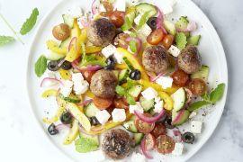 Foto van Griekse salade met gehaktballetjes