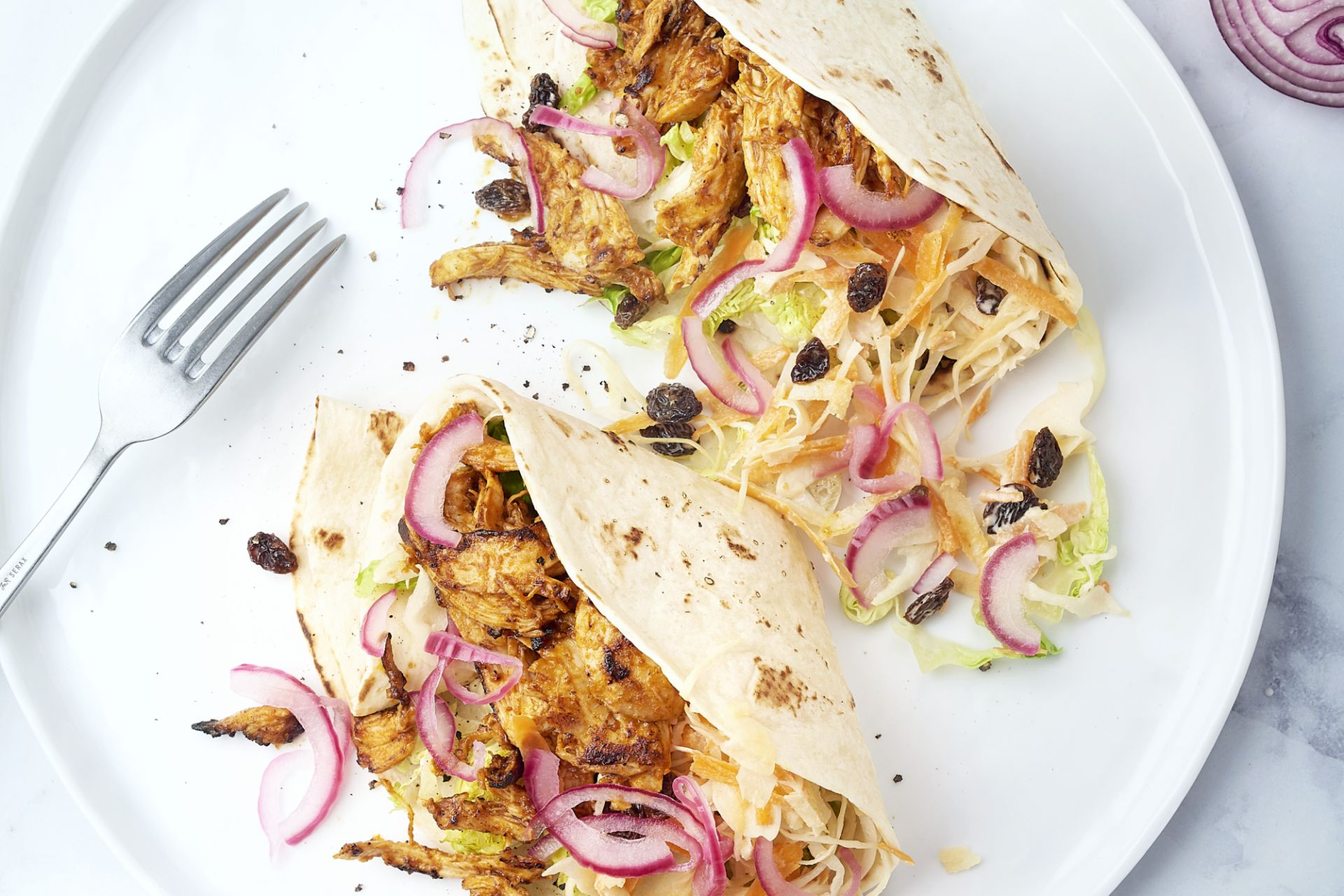 Pulled chicken wraps met coleslaw