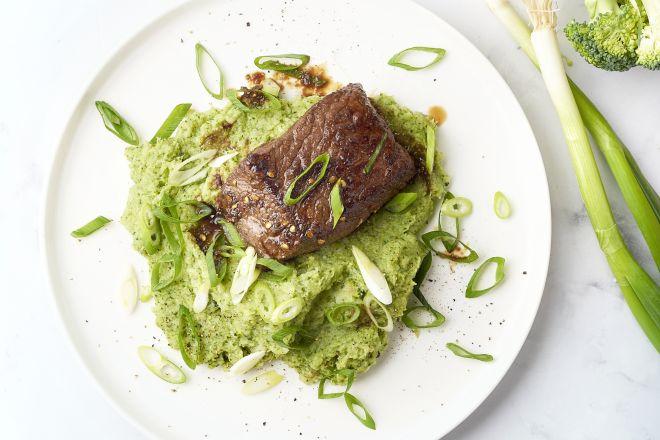 Gemarineerde biefstuk met broccolipuree