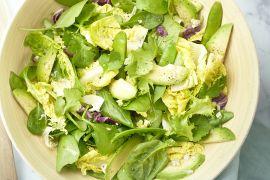 Foto van Groene salade met avocado en limoendressing