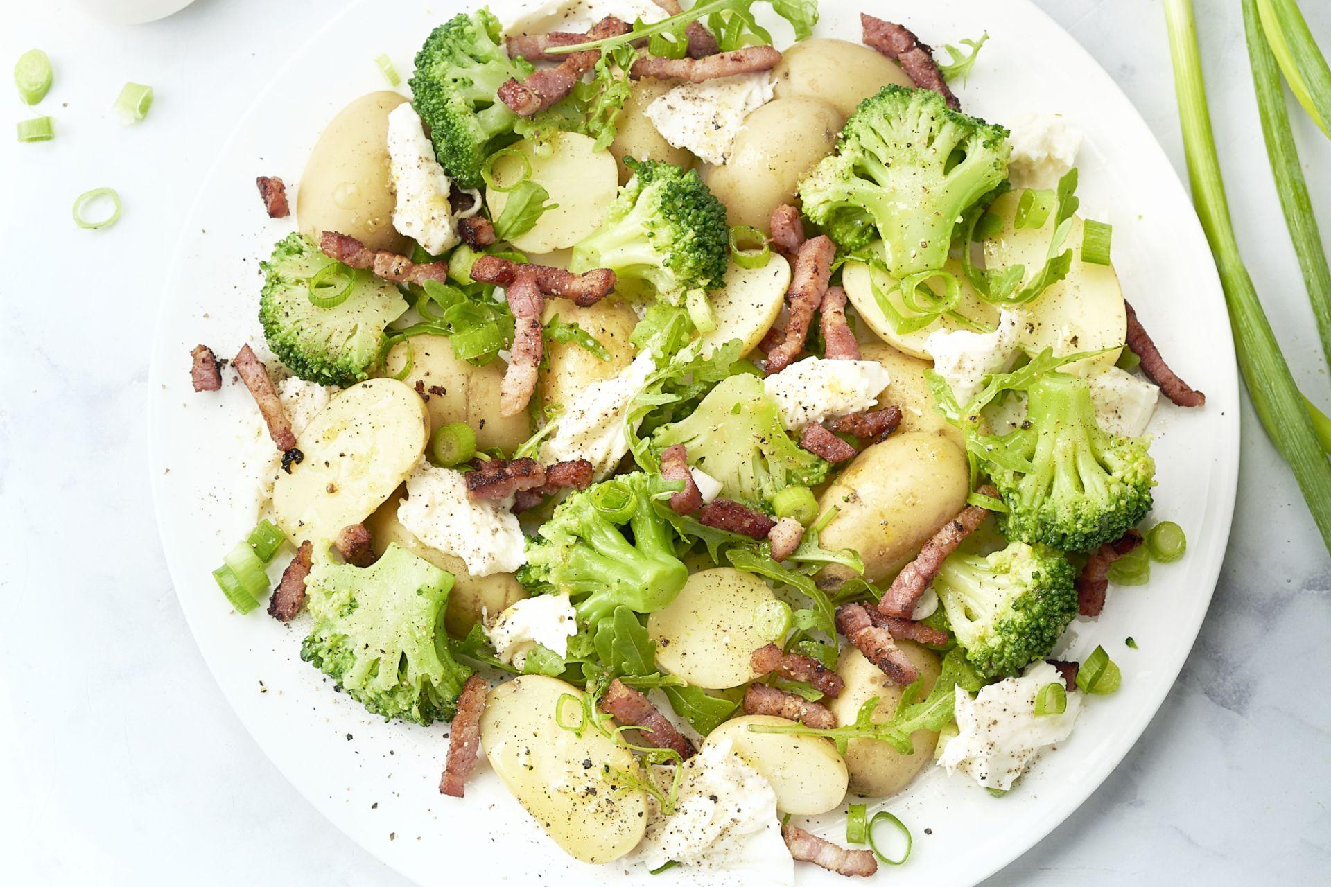Salade van krieltjes met broccoli, spekjes en mozzarella