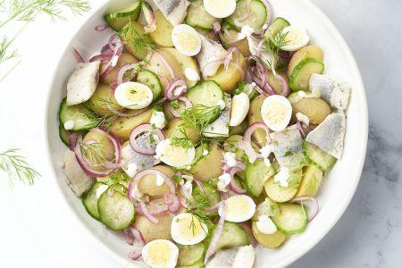 Aardappelsalade met haring en dille