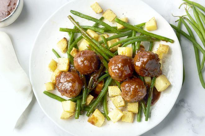 Luikse balletjes met geroosterde aardappelen en boontjes