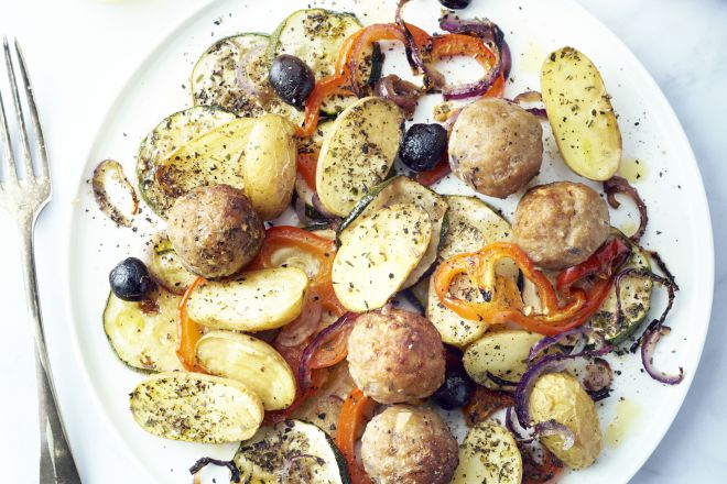 Zuiderse geroosterde groenten met gehaktballetjes
