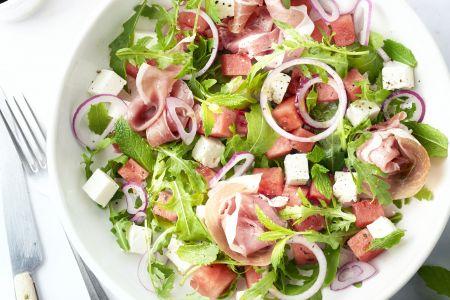 Watermeloensalade met feta en prosciutto