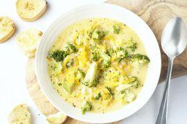 Foto van Romige broccolisoep met kaas en lookbroodjes