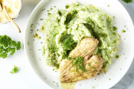 Tongschar met broccolipuree en citroen-botersaus