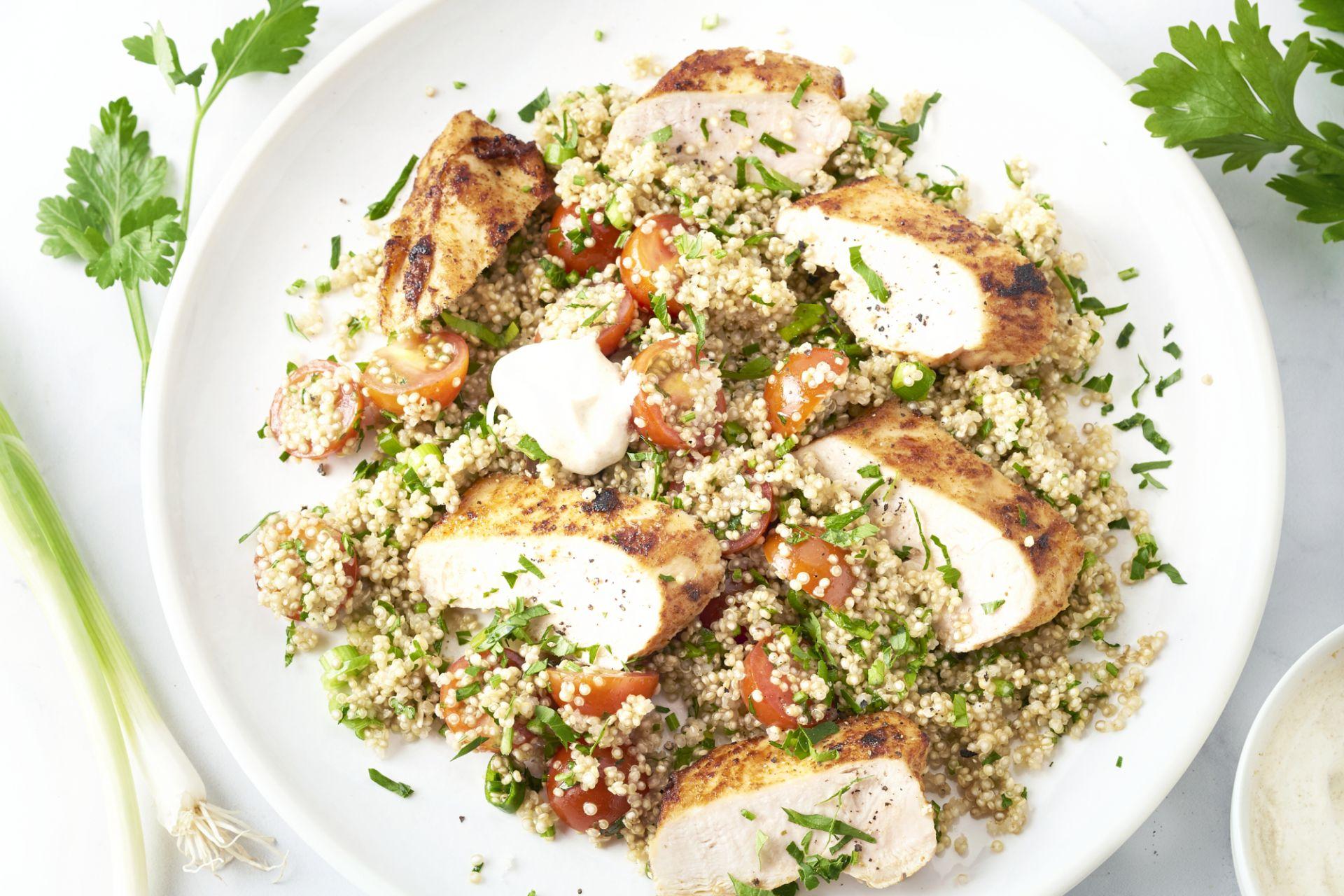 Paprika-harissakip met tabouleh van quinoa