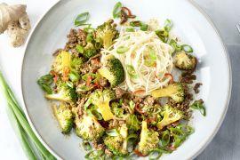 Foto van Noedels met rundsgehakt en broccoli