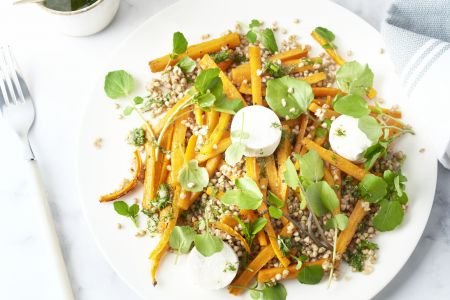 Salade met boekweit, geroosterde wortel en geitenkaas