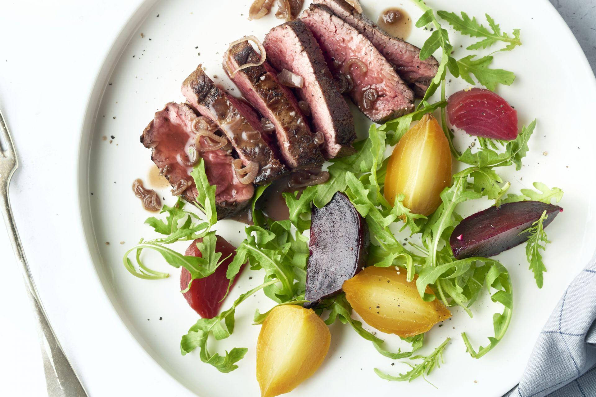 Gepofte bietjes met steak en sjalottensaus