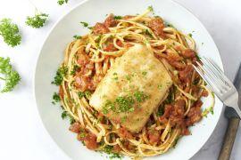Foto van Vis Milanese met tomatensaus en linguine