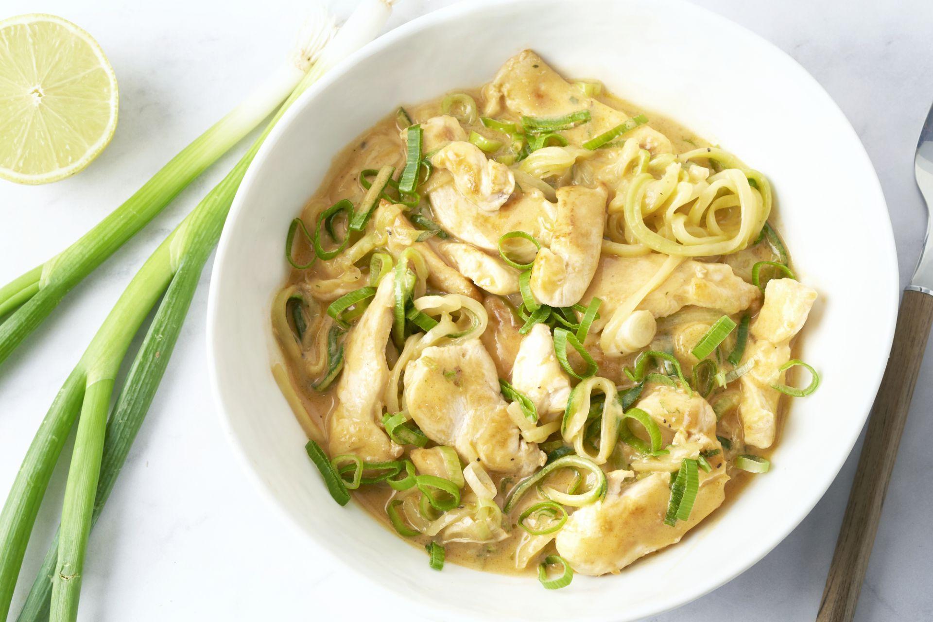 Panang curry met courgettenoedels en kip