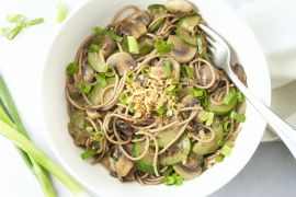 Foto van One pot noedels met champignons en courgette