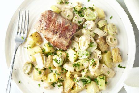 Slavink met prei in graanmosterdsaus en geroosterde aardappelen