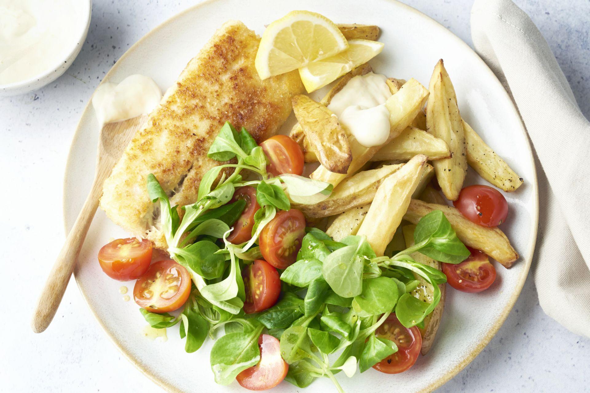 Fish & chips met citroenmayonaise en salade