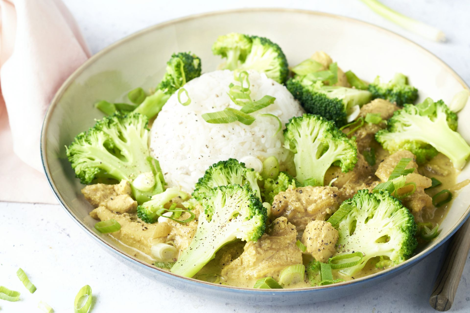 Kip korma met broccoli en gember