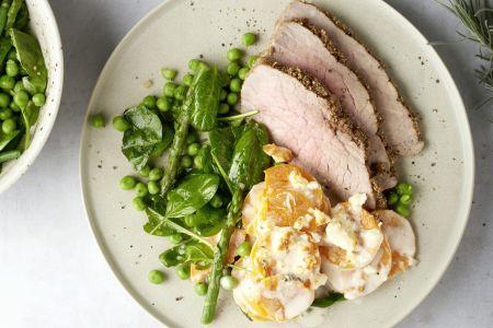 Rosbief met dukkahkorst, zoete aardappel-fetagratin en groene groenten met gekonfijte citroendressing