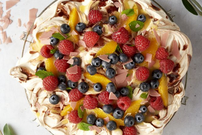 Frambozen pavlova met orange curd en fruit