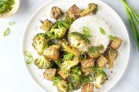Foto van Tofu teriyaki met broccoli en rijst