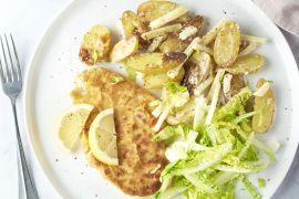 Foto van Kipschnitzel met appel-krieltjessalade met graanmosterddressing