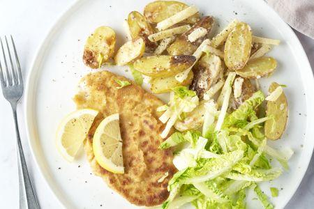 Kipschnitzel met appel-krieltjessalade met graanmosterddressing