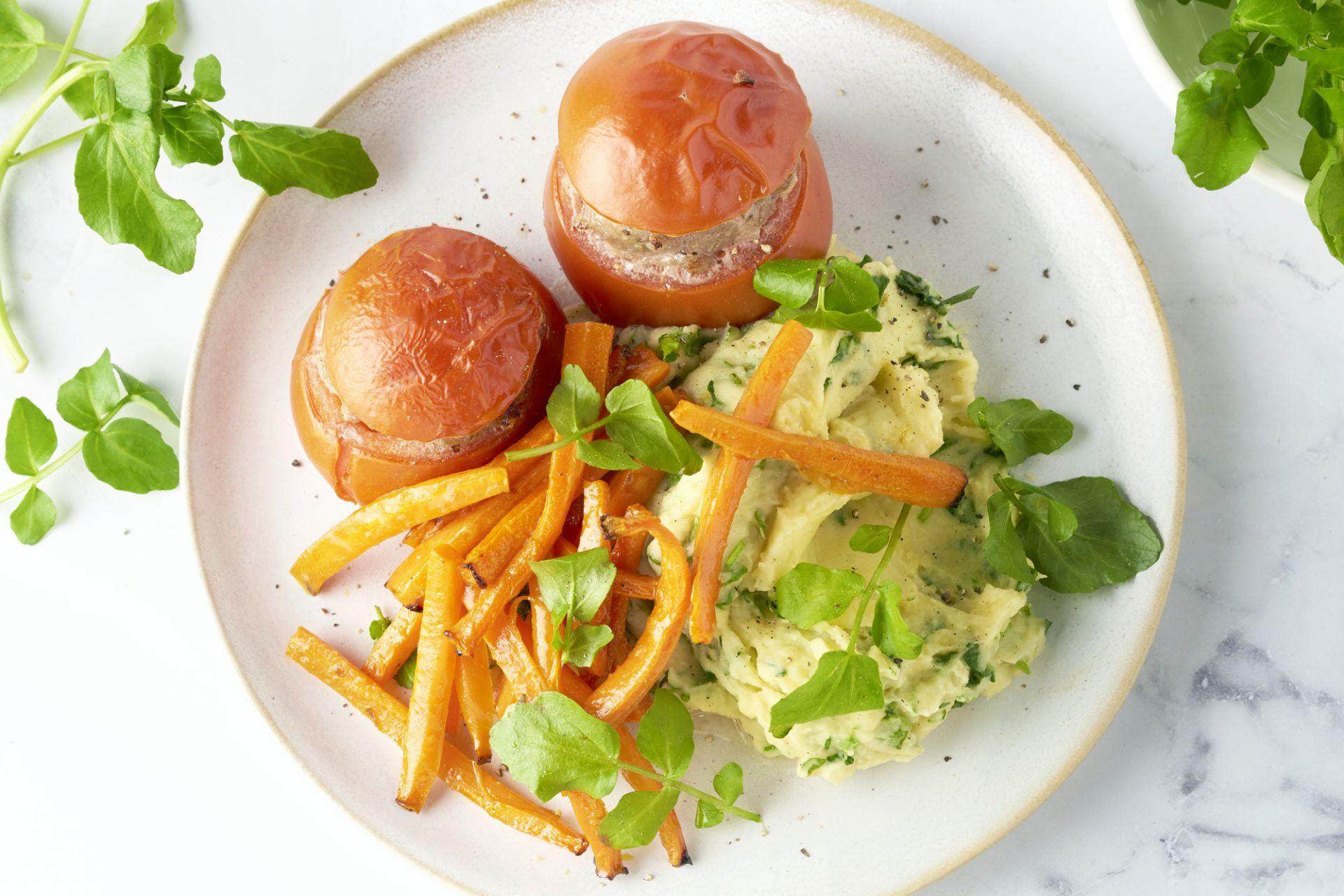 Gevulde tomaat met waterkerspuree en wortelfrietjes