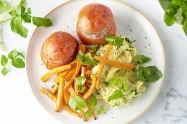 Foto van Gevulde tomaat met waterkerspuree en wortelfrietjes