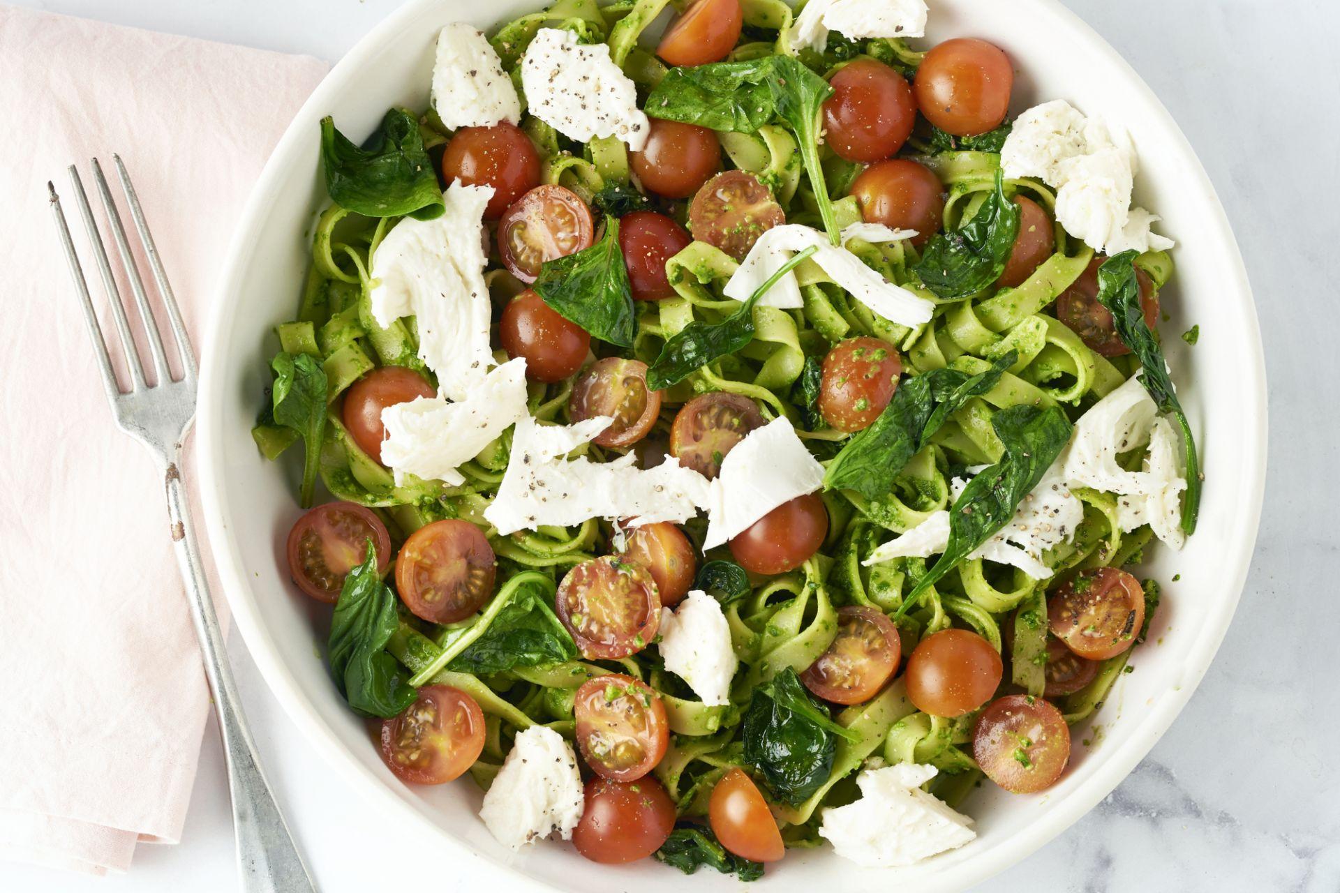 Tagliatelle met spinaziepesto en mozzarella