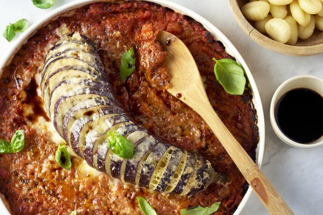 Hasselback melanzane alla parmigiana met gnocchi
