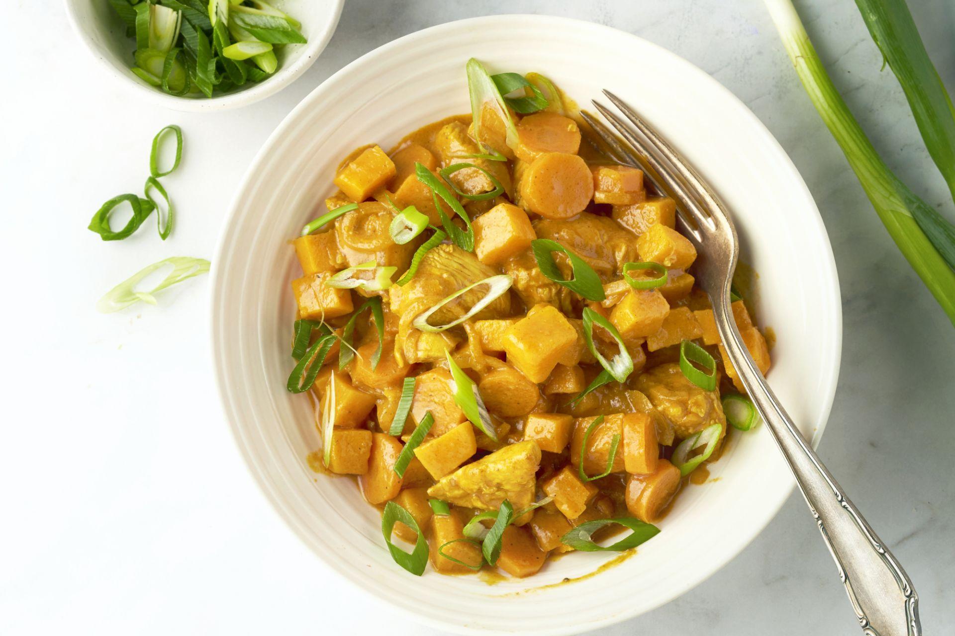 One pot curry met kip en zoete aardappel