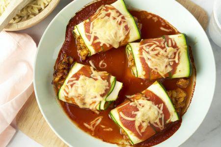 Courgettecannelloni met kippengehakt in tomatensaus en orzo