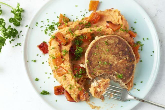 Gegrilde paprikapuree met tonijnburgers