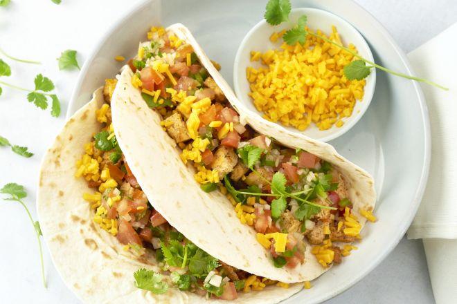 Taco's met scrambled tofu en salsa