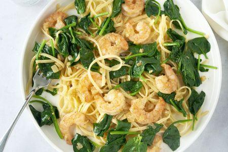 Linguine met scampi, spinazie en citroen-knoflook botersaus