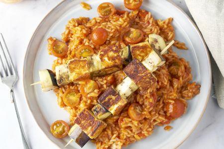 Grillkaas-aubergine saté met Spaanse rijst