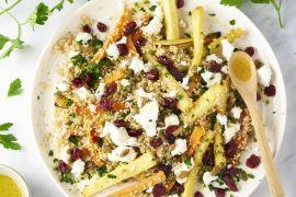 Foto van Quinoa met honing geroosterde groenten, geitenkaas en pompoenpitten