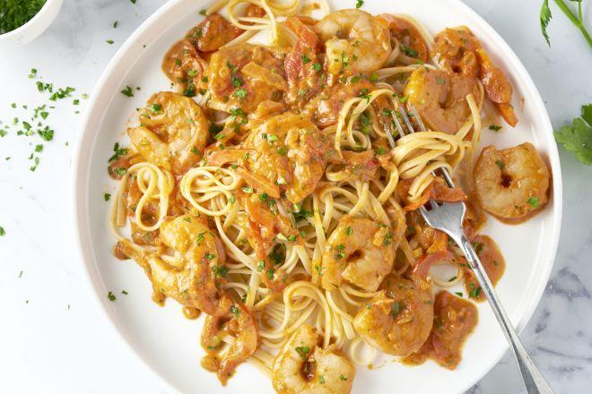 Linguine met scampi's in tomatenroomsaus