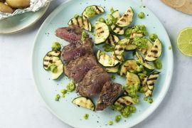 Foto van Steak chimichurri met krieltjes en gegrilde courgette