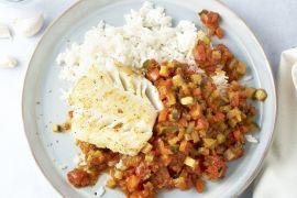 Foto van Witte visfilet met Provençaalse saus en rijst