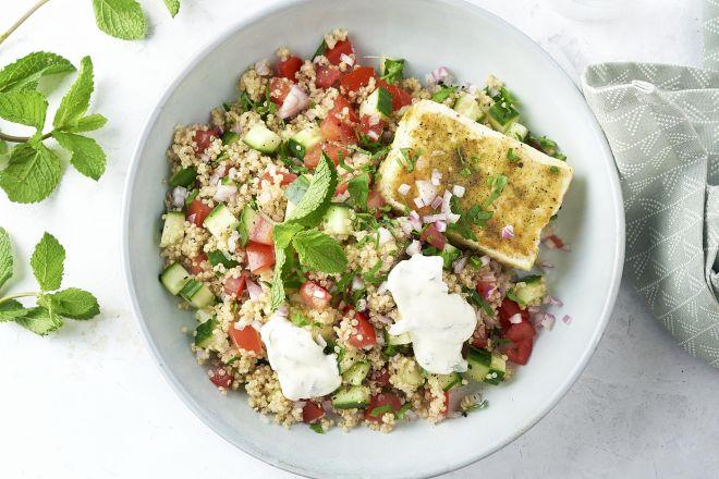 Gebakken feta met quinoa-tabouleh en yoghurtdressing