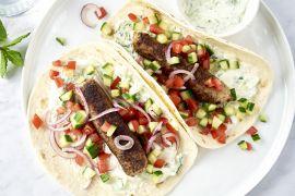 Foto van Wraps met kefta, salade en tzatziki
