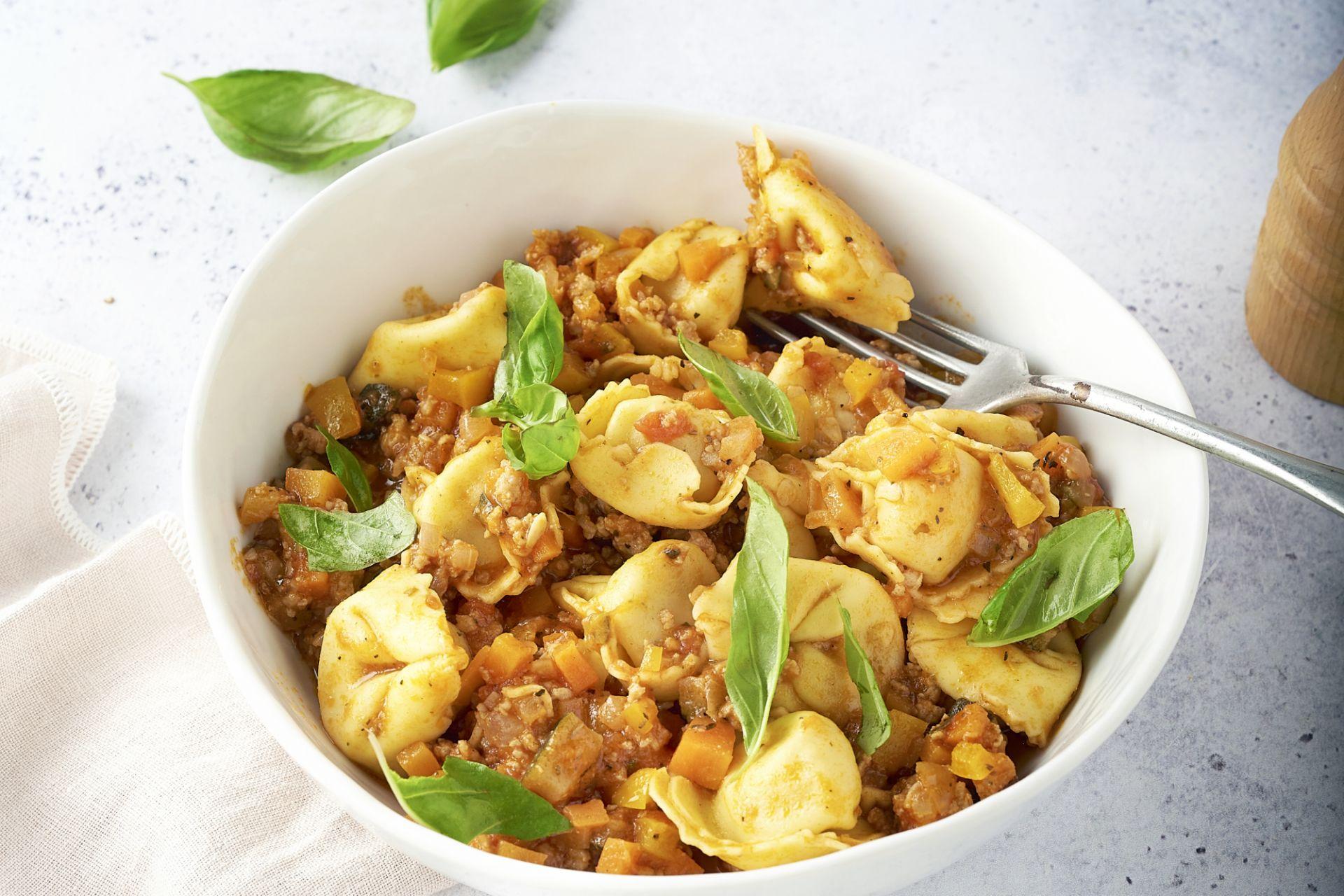 Kaastortellini met bolognaise-groentesaus