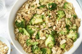 Foto van Orzo met kippengehakt, broccoli en amandel