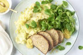 Foto van Preistoemp en gehaktbroodje met kaas